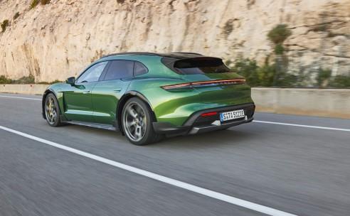 Wereldpremière Porsche Taycan Cross Turismo: de allrounder onder de elektrische sportwagens.